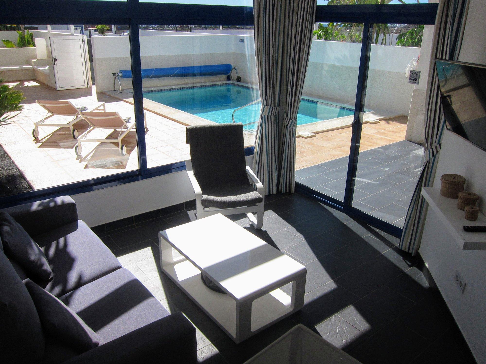 Villa Schooner - Living Room