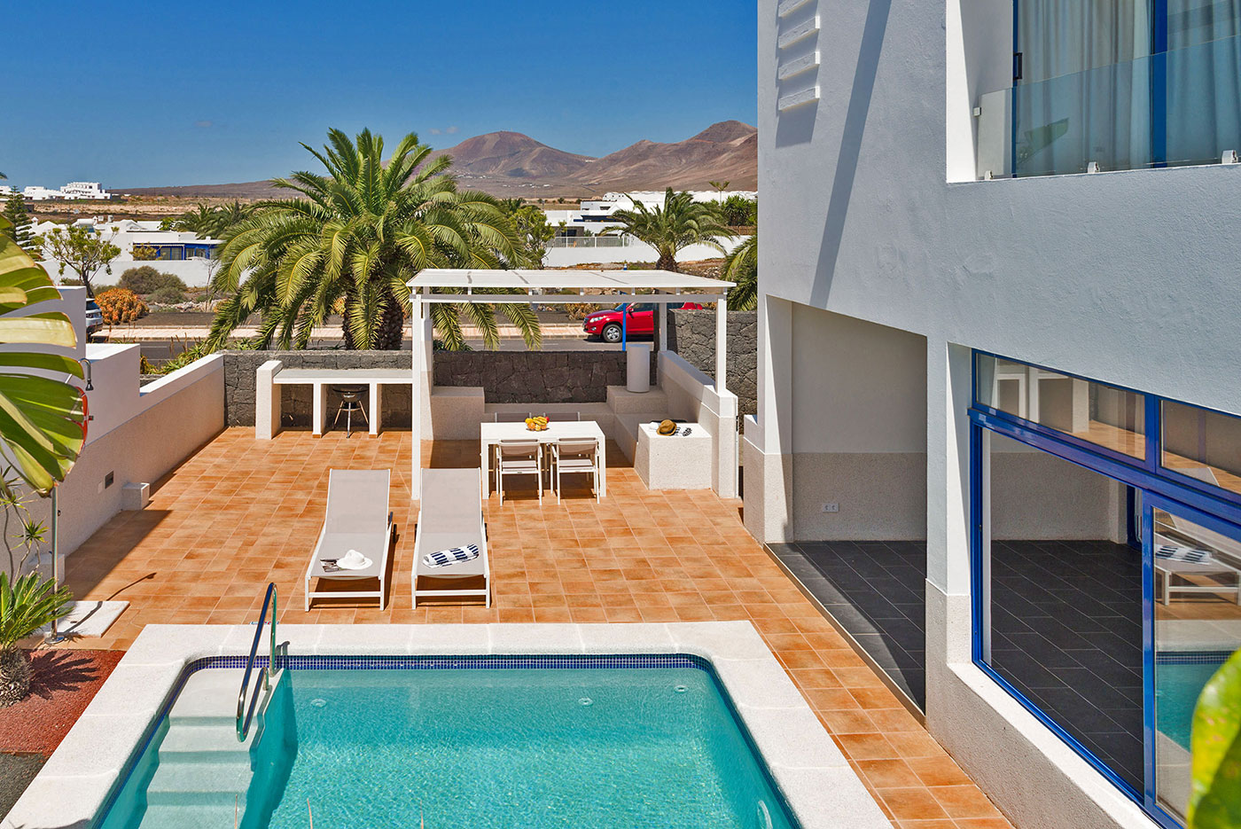 villa-yawl-lanzarote-heated-pool