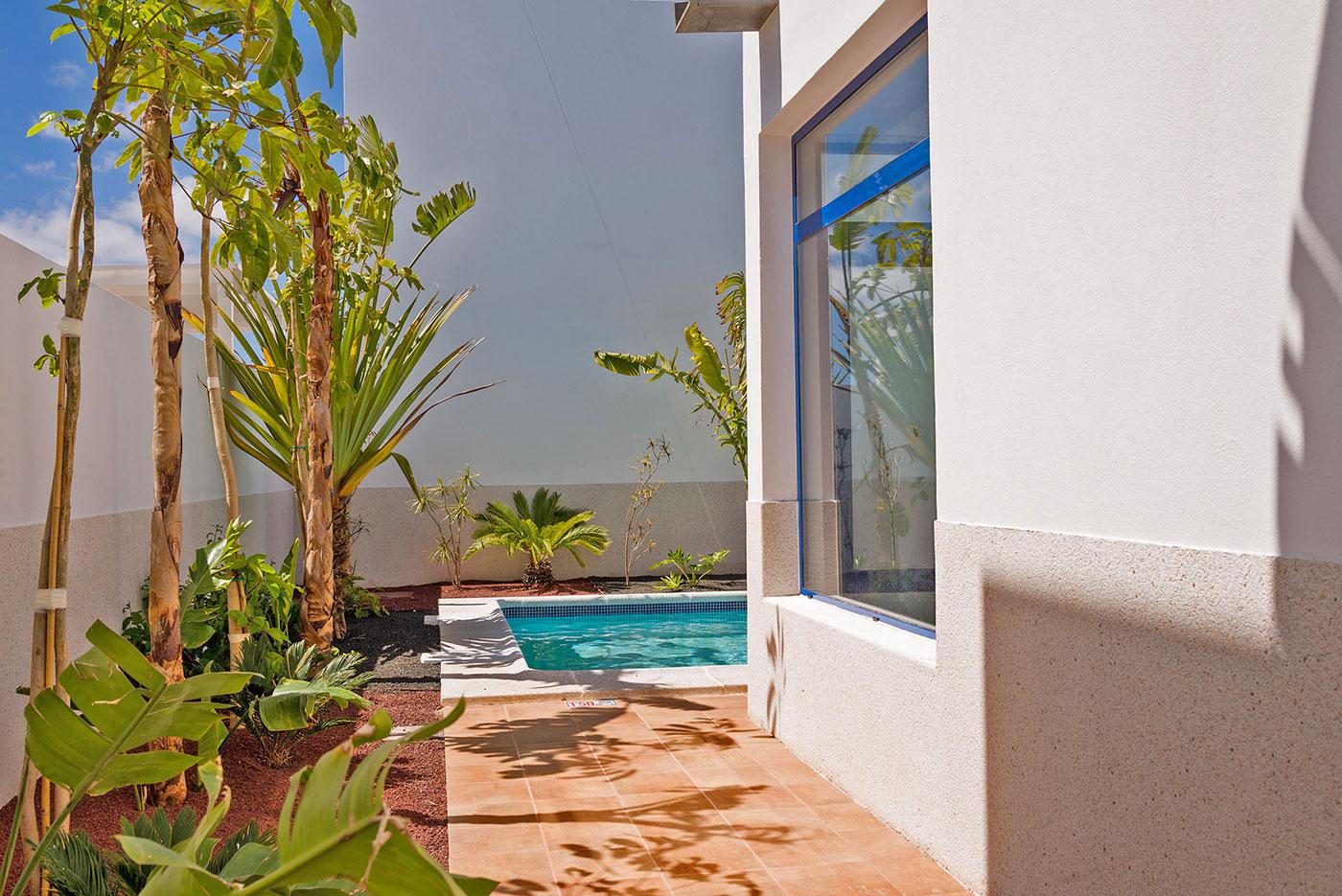 villa-yawl-lanzarote-tropical-gardens