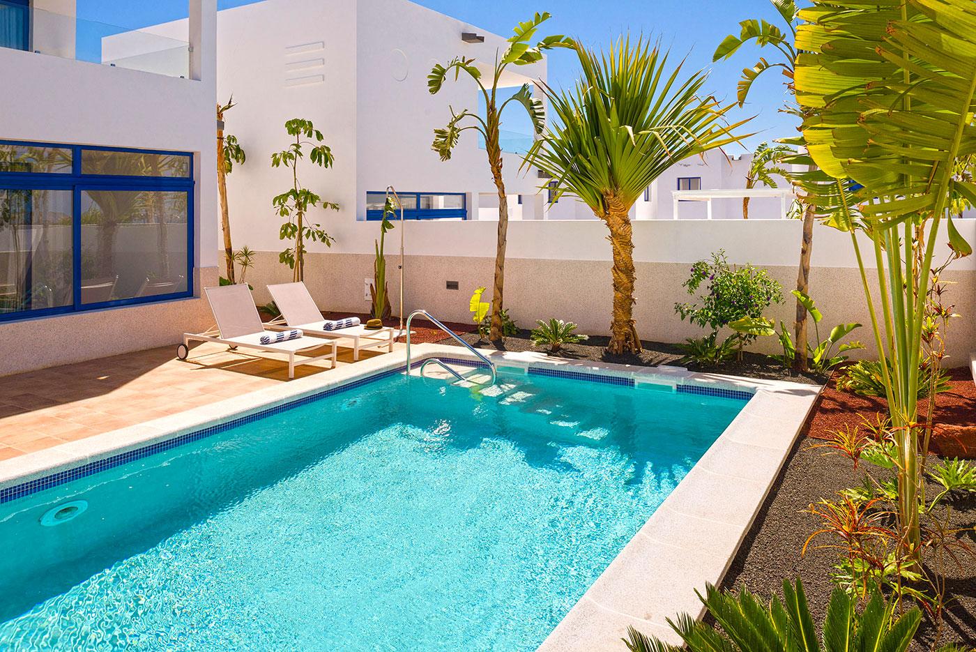 villas-de-la-marina-pool-roman-steps_5