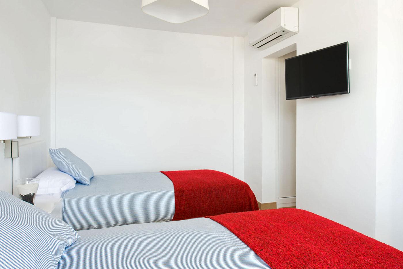 villas_de_la_marina_twin-beds_1400px